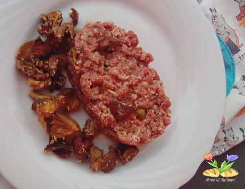 Tartare aromatizzata con funghi fritti