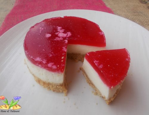 Cheesecake con topping di melagrana