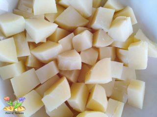insalata di spinarolo con olive e pomodori secchi
