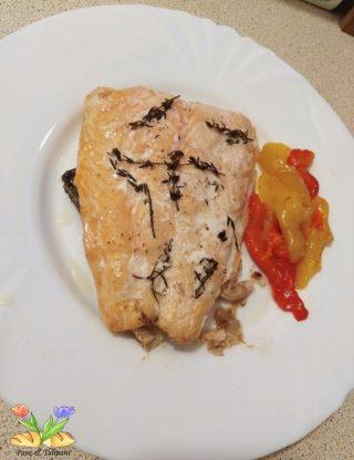 salmone al forno con peperoni