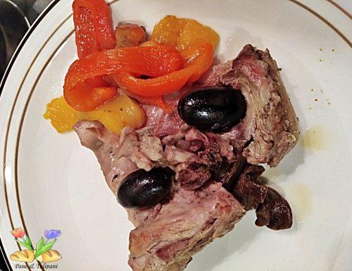Coniglio con olive e peperoni alla barese
