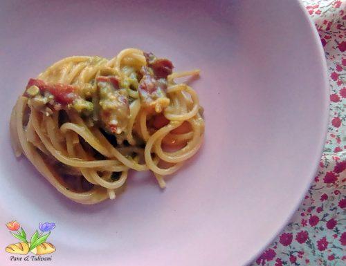 Spaghetti alla carbonara con piselli