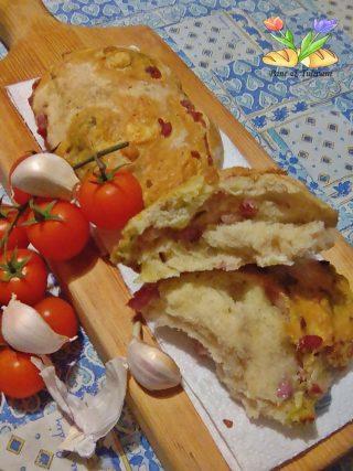 pagnotte rustiche con aglio e salsa di rucola