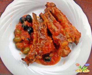 costine di maiale in umido con olive