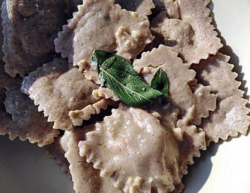 Tortelloni di grano saraceno con pollo e farinaccio