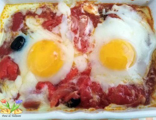 Uova al sugo con peperoni