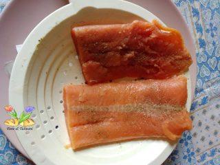 salmone con salsa alla rucola