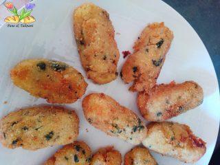 crocchette di patate con primule