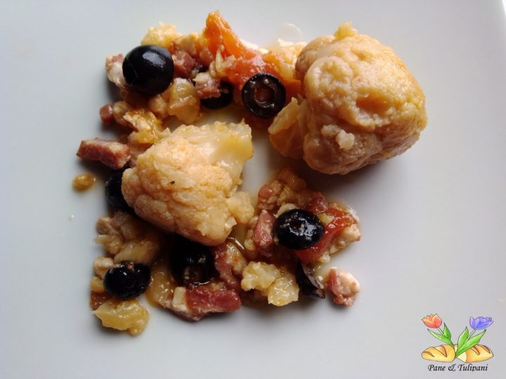 cavolfiore stufato con olive e speck