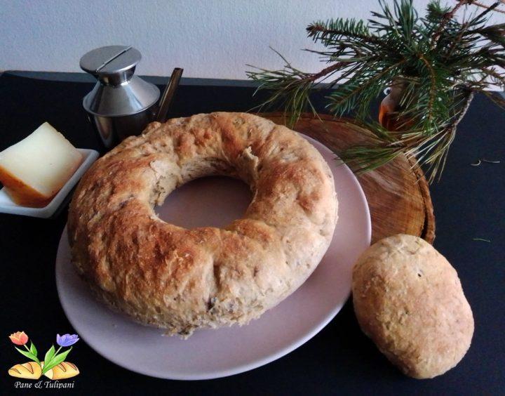 pane con farina integrale e fiori eduli