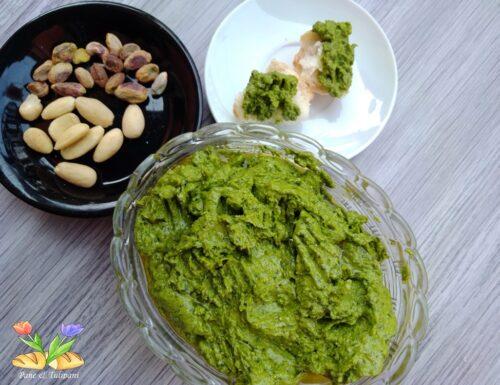 Pesto di silene con mandorle e pistacchi