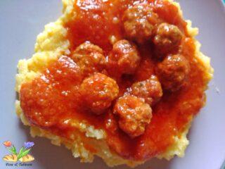polenta con polpettine al sugo