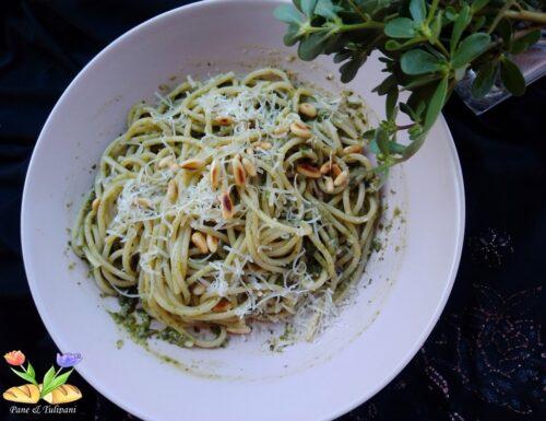 Spaghetti con pesto di portulaca