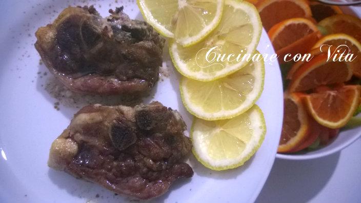 Costolette di agnello al forno con salsa di limone