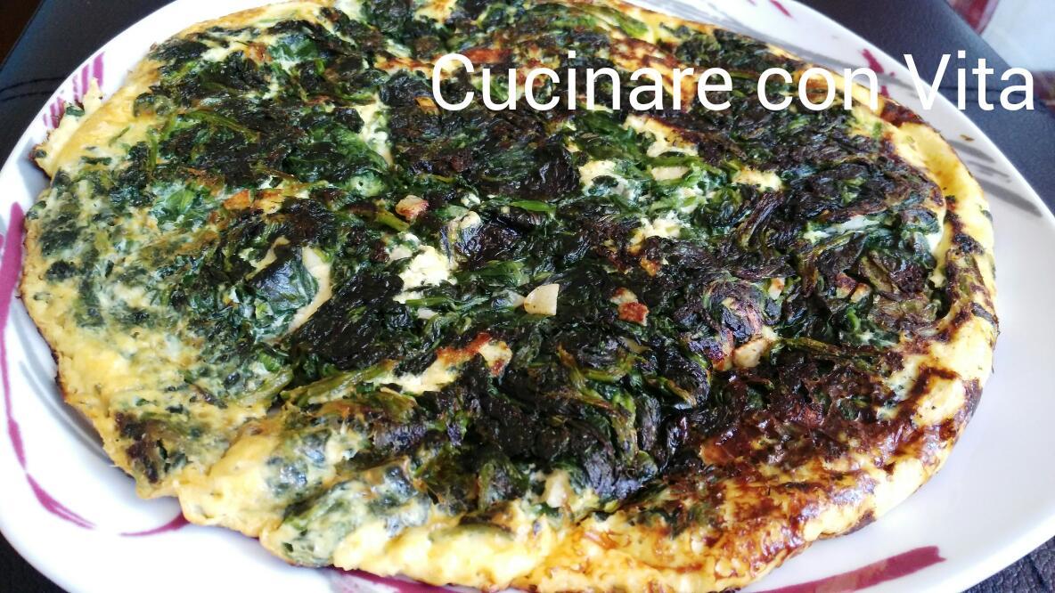 Frittata di spinaci ricotta e uova in padella for Cucinare spinaci