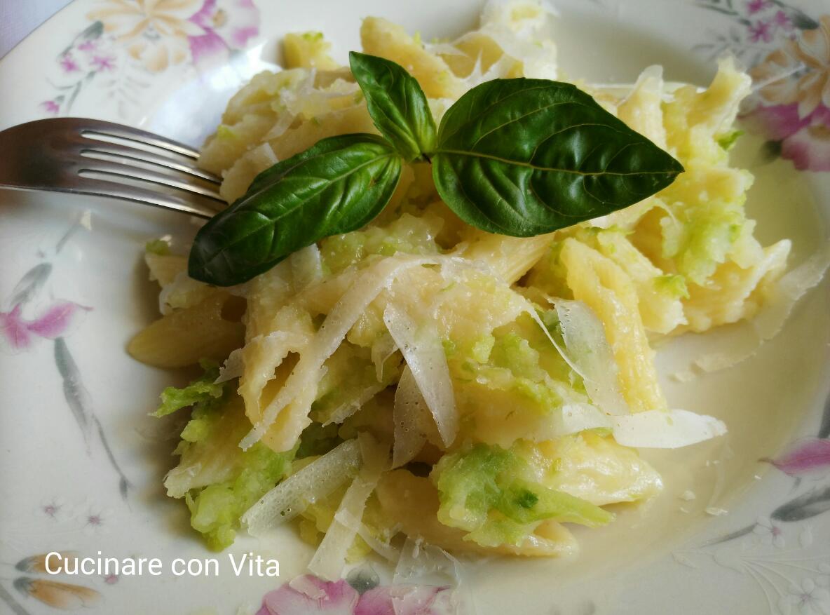 pasta con patate e verza al forno
