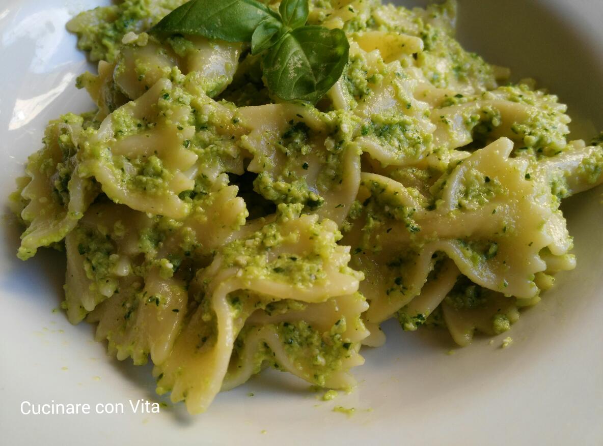 Pasta al pesto di zucchine e pistacchi cucinare con vita - Cucinare le zucchine in modo dietetico ...
