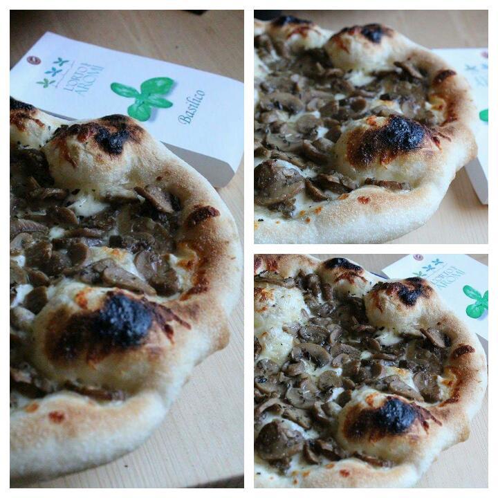 Pizza ai funghi e basilico