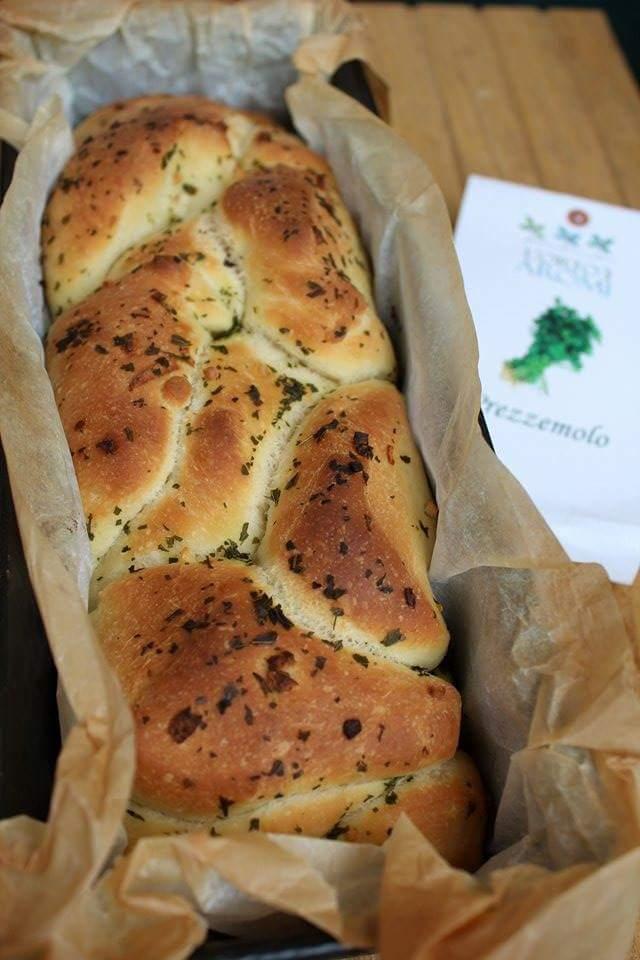 Pane aromatizzato al prezzemolo e aglio
