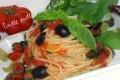 Spaghetti al pomodoro fresco e olive nere