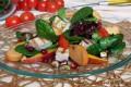 Insalata di spinacio e songino con tonno e mango