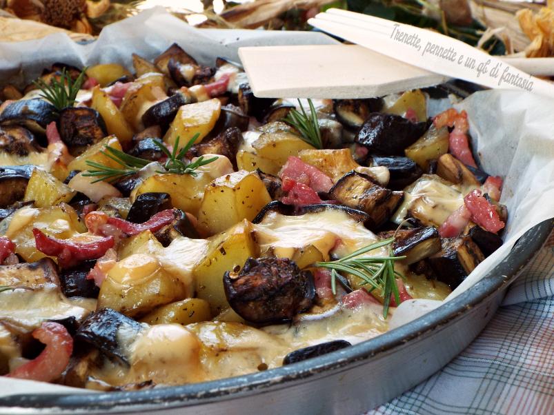 Patate e melanzane al forno con bacon croccante