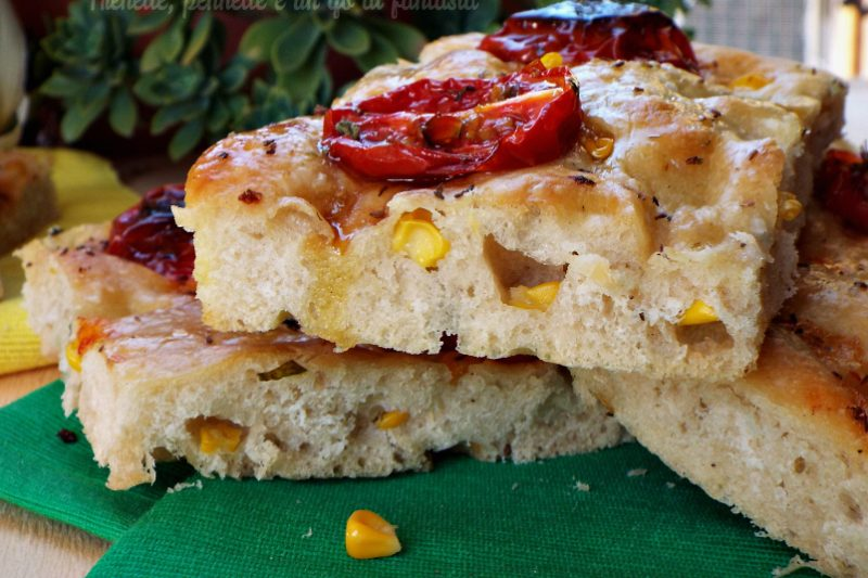Focaccia al farro con mais e pomodorini confit
