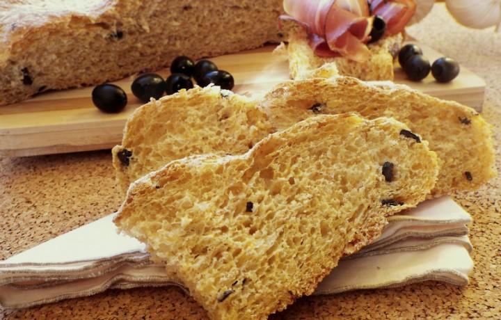 Pagnotta ai 5 cereali con zucca e olive