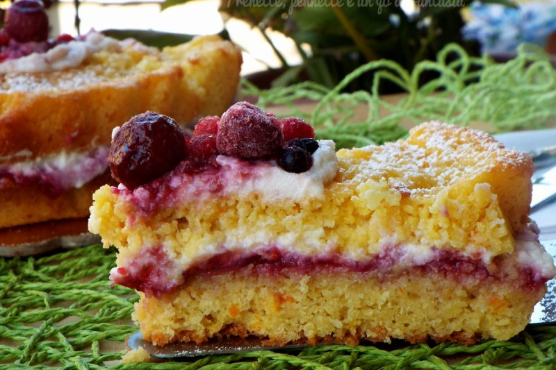 Torta agrumata con crema di ricotta e lamponi