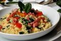 Risotto con spinacio, peperone e pancetta croccante