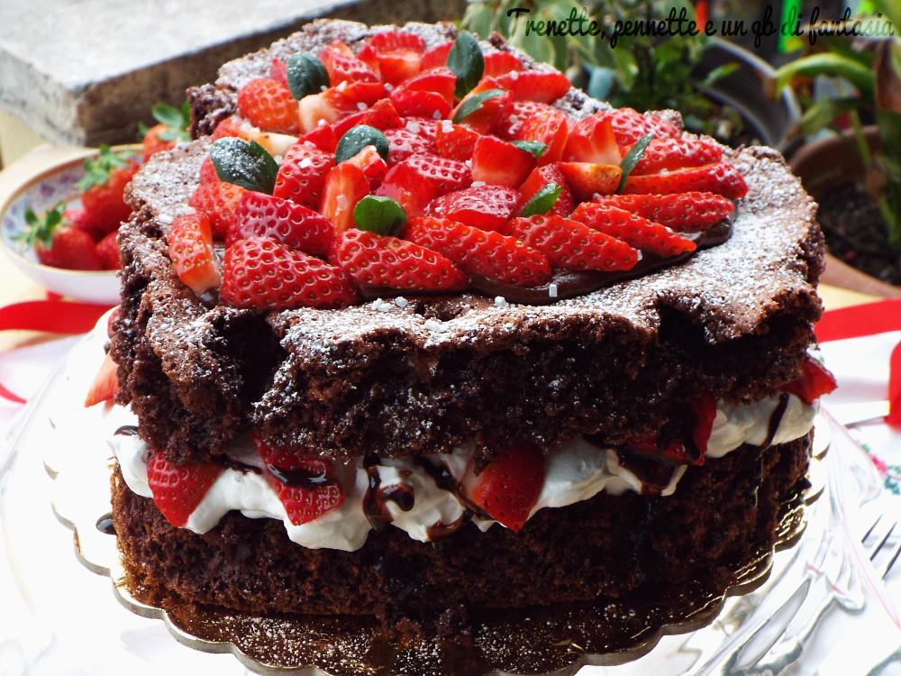 Ricetta Torta Al Cioccolato E Fragole.Torta Cuore Con Crema Di Cioccolato E Fragole
