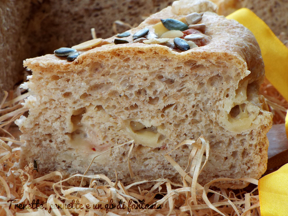 Torta al formaggio gustoso con semi misti