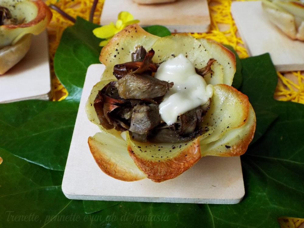 Tartellette in fiore con patate e carciofi