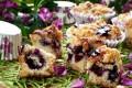 Muffin sbriciolati con marmellata e mirtilli