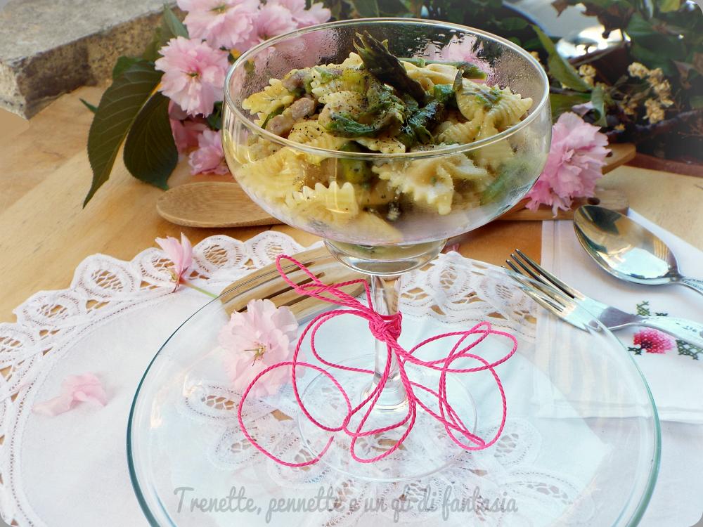 Farfalle con asparagi e pancetta al cacio e pepe.