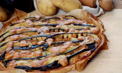 Torta rustica di melanzane, patate e scamorza