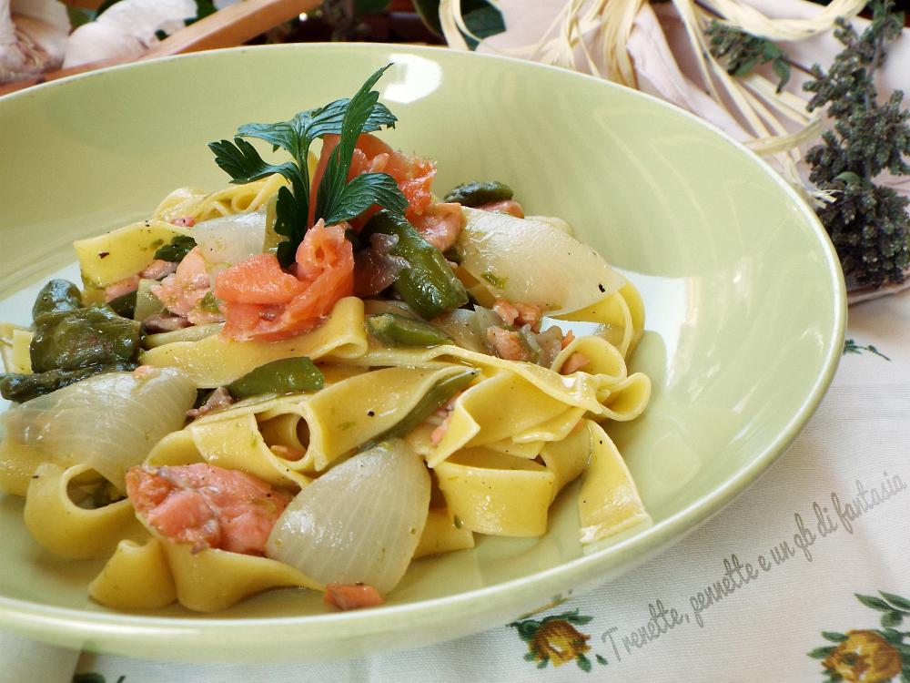Pappardelle con asparagi salmone e petali di cipolla