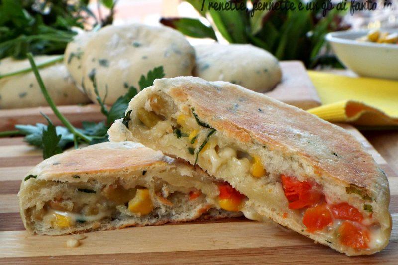 Focacce al prezzemolo con macedonia di verdure cotte in padella