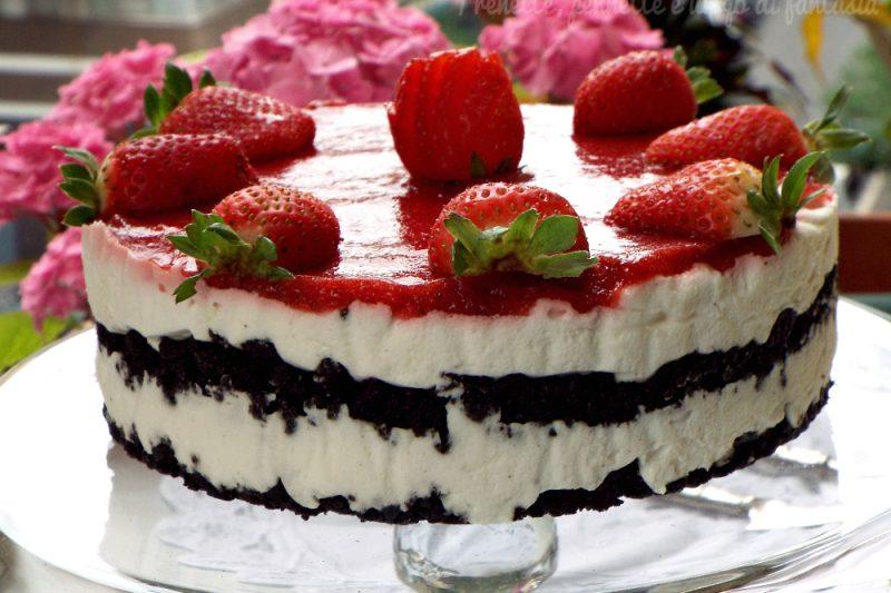 Cheesecake oreo golosa con fragole