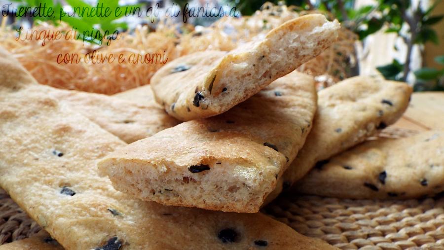 Lingue di pizza croccanti con olive e aromi