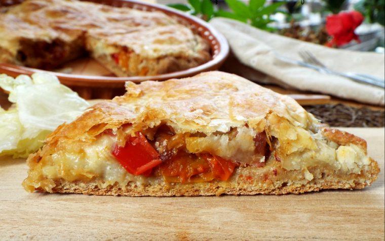 Pizza integrale in sfoglia con patate e peperoni