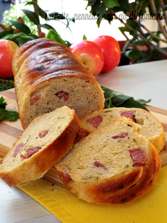 Pan brioche salato al prezzemolo con salamino e formaggio ricetta