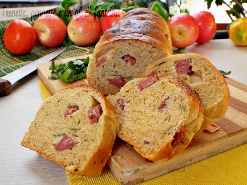 Pan brioche salato al prezzemolo con salamino e formaggio