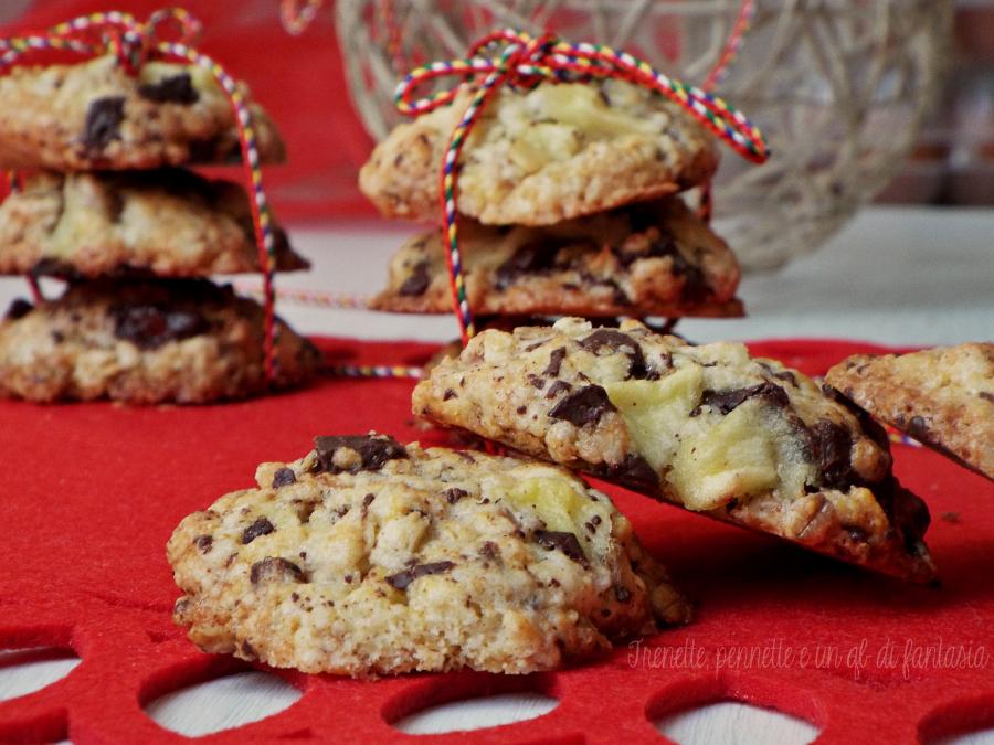Cookies al muesli, mela e cioccolato fondente