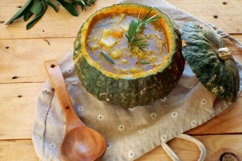 Zuppa speziata di verza e zucca