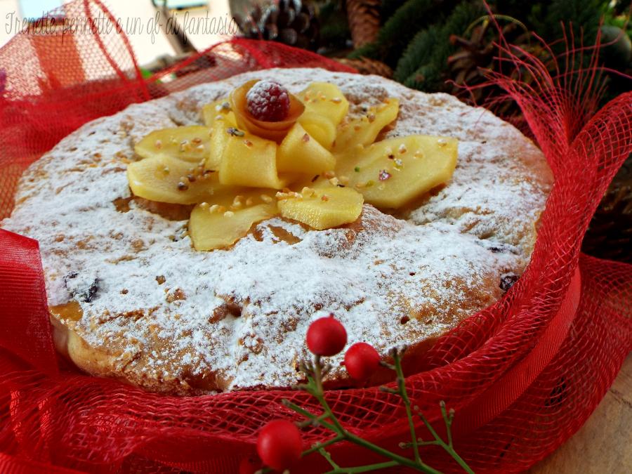 Torta panettone alla mela con uvetta ricetta dolce