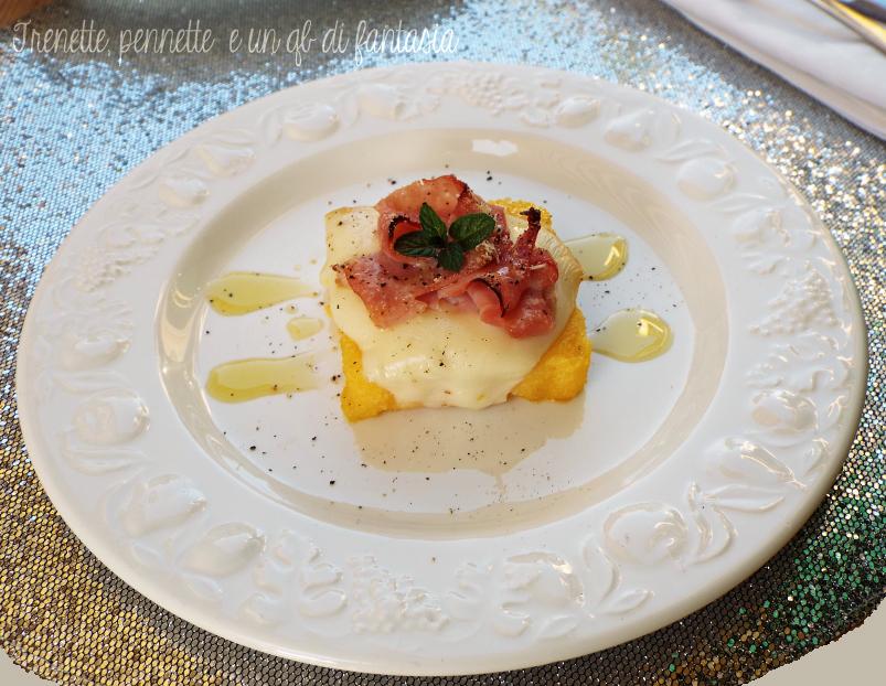 Crostini di polenta con prosciutto affumicato e scamorza |antipasto