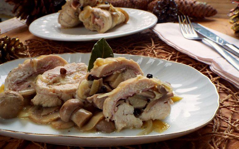 Mini rollè di pollo con prosciutto e funghi profumati al limone