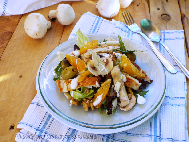 Insalata di pollo con arancia, funghi e noci ricetta light