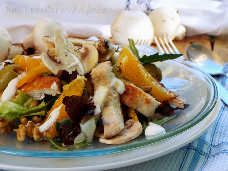 Insalata di pollo con arancia, funghi